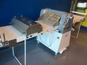 Dispositivo de corte de masas para laminadora
