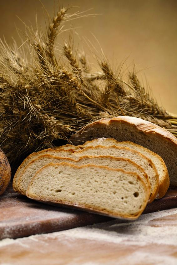 Pan cortado con cortadora de pan