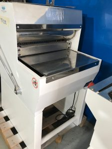 detalle lateral cortadora de pan de ocasión Rubhima